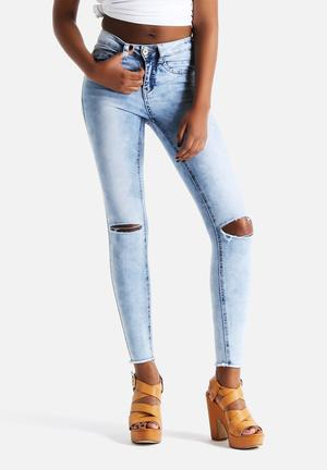 New Look Fray Hem Slash Skinny Jeans Light Blue