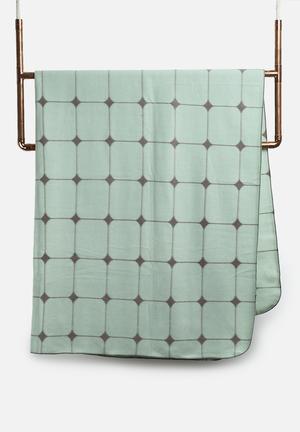 Present Time Fleece Blanket Bedding Grayed Jade
