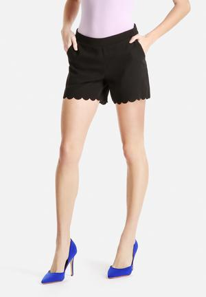 Vero Moda Ring Scallop Shorts Black