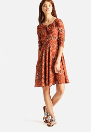Glamorous Baroque Dress Casual Tan