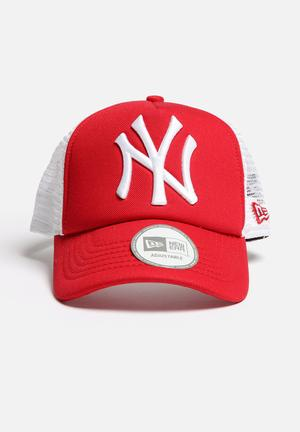 New Era Trucker NY Yankees Headwear Scarlet Red