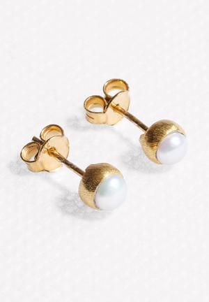 Black Betty Pearl Stud Earrings Jewellery Gold & White
