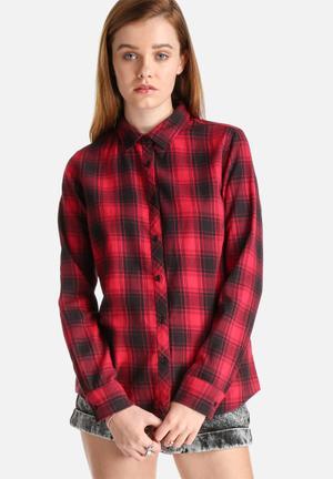 Pieces Kia Check Shirt Black & Red
