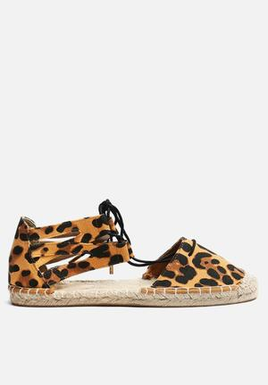 Therapy Katniss Pumps & Flats Leopard