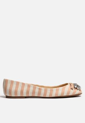 Lilly's Closet Lisa Pumps & Flats Peach & White