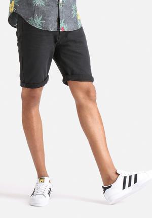 Dstruct Hedlund Short Black