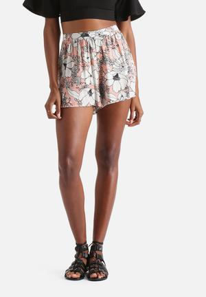 Influence. Floral Shorts Pink