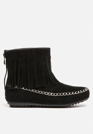 Cape Robbin Carmela Boots Black