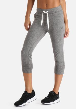 ONLY Play Limit 3/4 Knit Jogger Bottoms Light Grey