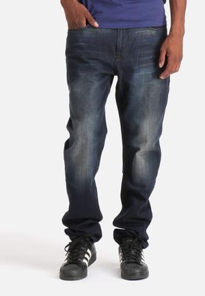 GUESS Men's Regular Tapered Jeans Woodroe Wash