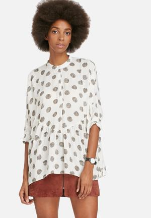 ONLY Oversize Short Sleeve Cuff Top Shirts Off White & Grey