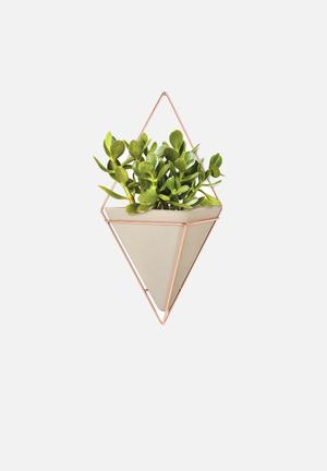 Umbra Trigg Wall Vessel Accessories Concrete Resin / Copper Plated Metal