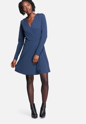 Vero Moda Cherry Dress Casual Black Iris
