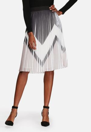 Y.A.S Zaggy Pleated Skirt Black & White