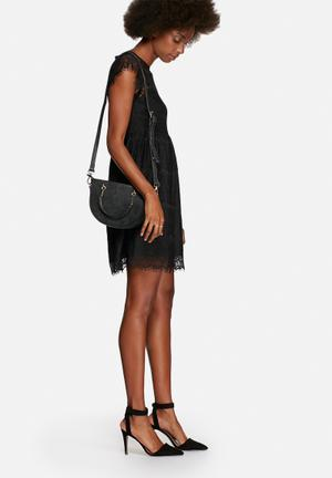 Nila Anthony Abby Half Moon Sling Bags & Purses Black