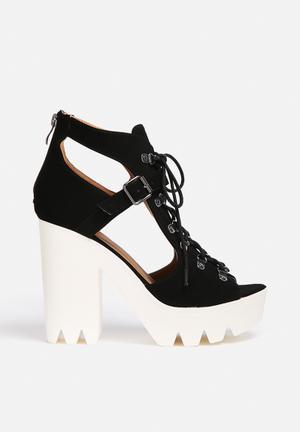 Qupid Crank Heels Black