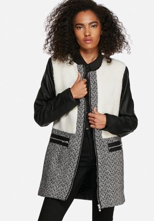 Influence. Contrast Coat Black