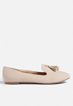 Chase & Chloe Jersey Pumps & Flats Nude