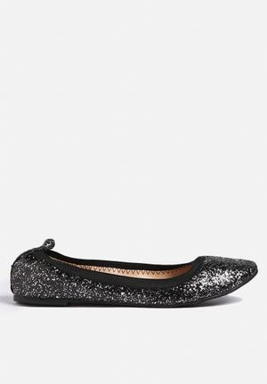 Chase & Chloe Peggy Pumps & Flats Black