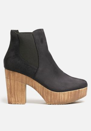 Truffle Camari Boots Black