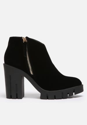 Liliana Midnight Boots Black