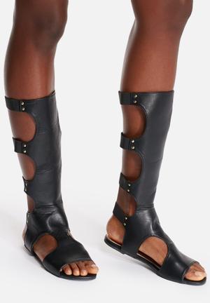 Liliana Lively Sandals & Flip Flops Black