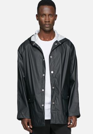 ADPT. Distance Rain Jacket Black