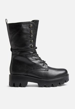Qupid Russo Boots Black