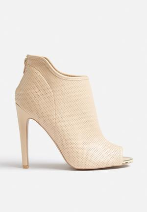 Qupid Interest Boots Cream