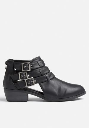 Qupid Static Boots Black