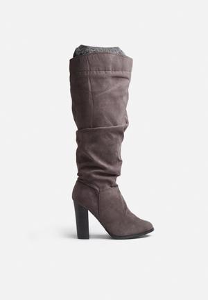 Qupid Reborn Boots Grey
