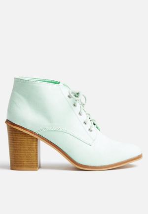 Qupid Varsity Boots Mint