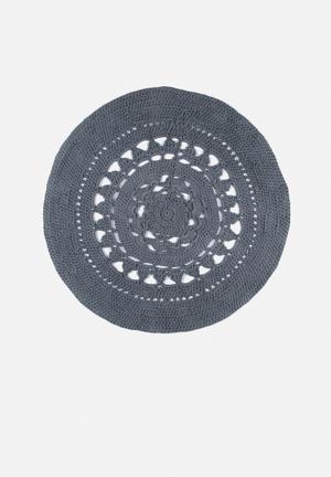 Flower doily rug