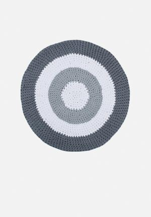 Gradient yarn rug