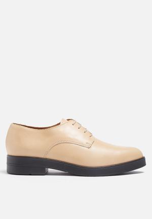 Pieces Amber Brogue Pumps & Flats Tan