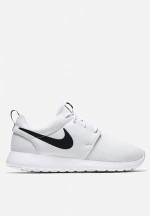 Nike Roshe One Sneakers White / White / Black