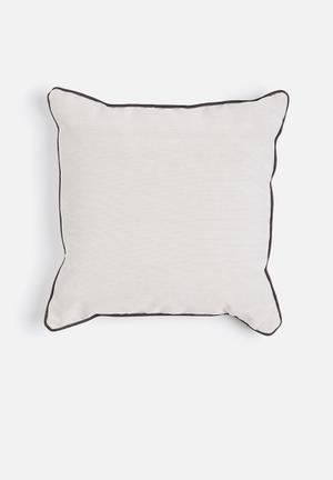 Sixth Floor Dune Jake Cushion 89% Polyester 10% Polyamide 1% Cotton