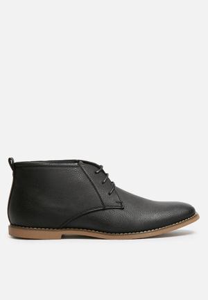 Uncut Moray Boots Black