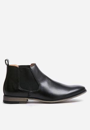 Uncut Stead Boots Black