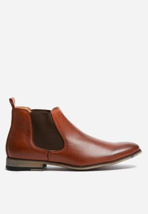 Uncut Stead Boots Tan