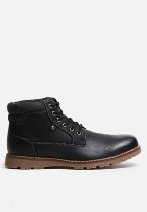 Uncut Napier Boots Black