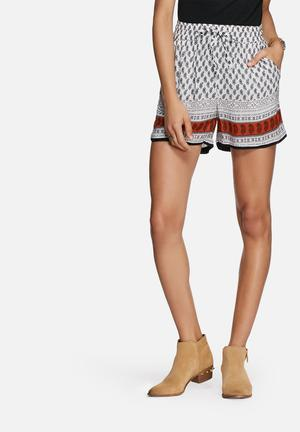 ONLY Cathrina Shorts White, Black & Brown