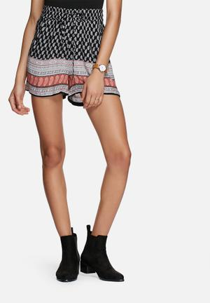 ONLY Cathrina Shorts Black, White & Brown