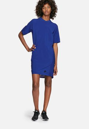 Nike Bonded Dress T-Shirts Blue