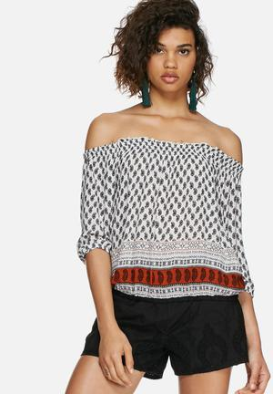 Catherina off the shoulder top