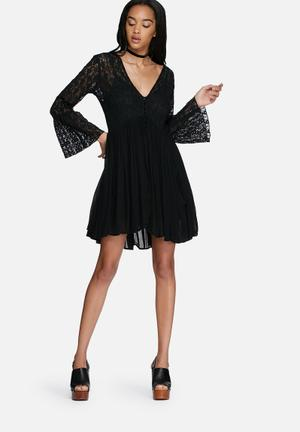 Glamorous Lace Flared Sleeve Dress Casual Black