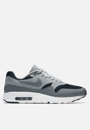 Nike Nike Air Max 1 Ultra Essential Sneakers Black / Cool Grey / Wolf Grey