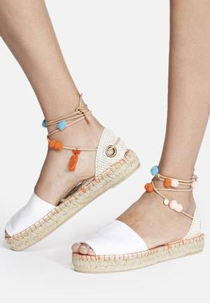 Espadril Sandalia Pom Pom Pumps & Flats White & Orange