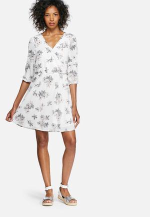 Vero Moda Dolly Dress Casual White, Grey & Pink