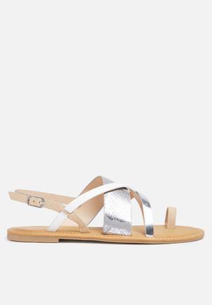 Zoom Kate Sandals & Flip Flops Silver